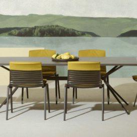 Fast Zebra stoelen met kussens en Radice Quadra tafel