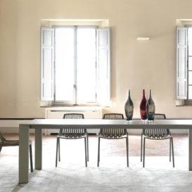 Fast Grande Arche tafel met Rion stoelen