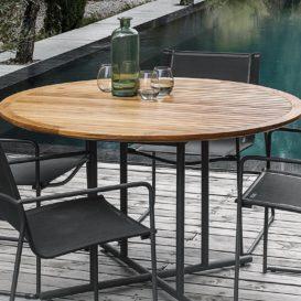 Gloster Asta stoelen en ronde tafel in teak