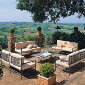 Unopiu toscana lounge in an idyllic setting
