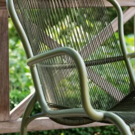 Vincent Sheppard Loop lounge chair moss in detail