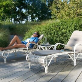 Vincent Sheppard Lucy sunlounger with model