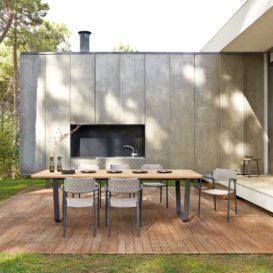 Manutti Air tafel met Echo stoelen in buitensetting-min