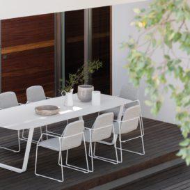 Manutti Air tafel met keramisch blad en Loop stoelen-min