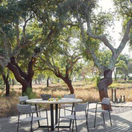 Manutti Echo stoelen rond Fuse tafel-min