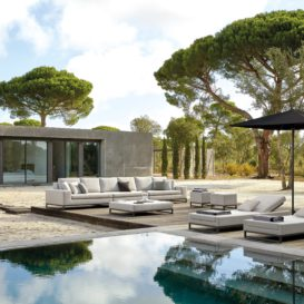 Manutti Zendo Lounge & Ligbedden naast zwembad in nieuw buitenverblijf-min