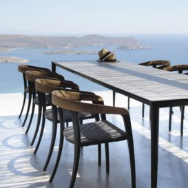 Royal Botania Jive stoelen met houten armleuning en U-nite tafel-min