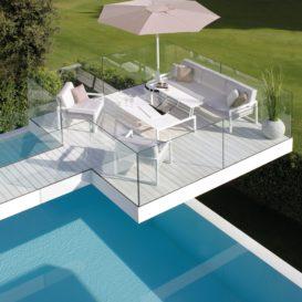 Royal Botania Ninix lounge & one-seats met Palma parasol op zwevend terras-min