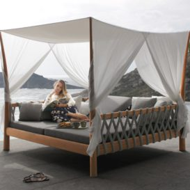 Royal Botania Tuscany Daybed in scenic setting-min