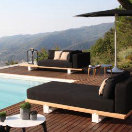 Royal Botania Vigor Lounge chaise longue met Palma parasol aan zwembad-min