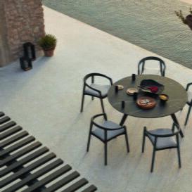 Manutti Torsa table black ceramic black legs